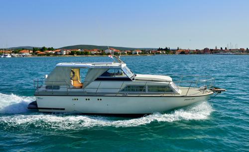 Skipperpraxis: Motoryacht mit getrennter Skipperkabine