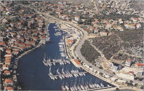 marina in marina bei trogir yachtcharter in kroatien. Black Bedroom Furniture Sets. Home Design Ideas